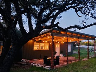 Secluded. Beautiful. Country. 180 degree views with fire pit. Near Fossil Rim.