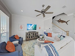 Pristine Park's Edge New-Build Home with 6 Smart TVs, Pool & Gulf Access