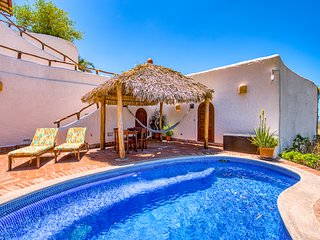 Romantic Retreat, Mins From the Beach, Spectacular Sunsets & Stargazing