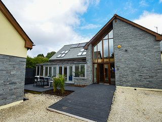 Over-The-Hedge (Beautiful Large 5 Bed ECO House) with optional HOT TUB