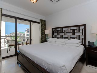 411-Reduced Rates - Gorgeous Condo, Spacious and Modern, Great Restaurants nearb