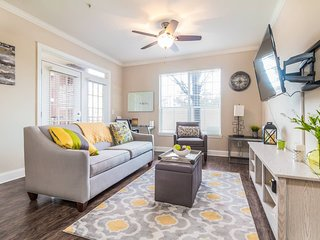 Peachtree Hideaway Private King Suite w/ all Utilities incl. & Free Parking
