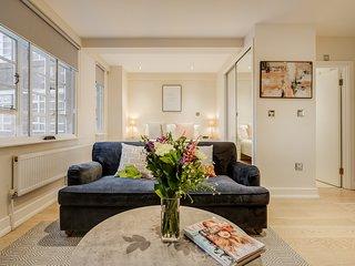 New Chic Designer Serviced Studio Apartment In Chelsea