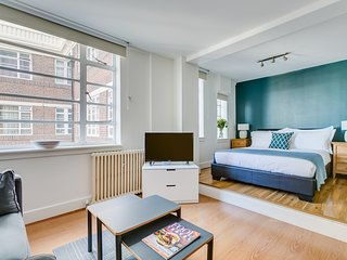 Quiet Serviced Studio apartment in chic Chelsea. 5 mins tubes, Kings Rd, museums