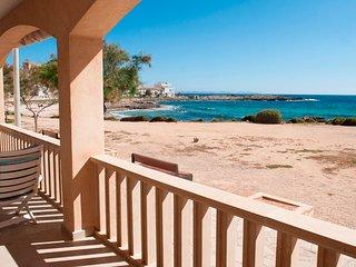 Neu renovierte und exklusive Ferienwohnung in traumhafter Lage direkt am Strand