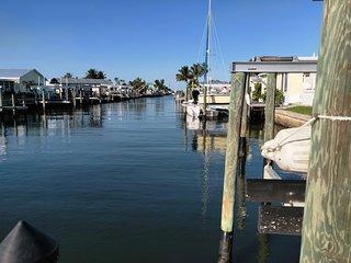 2/2 Beach House on Salt Water Canal