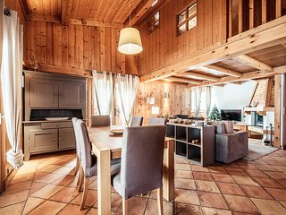 Chalet with views of Mont Blanc, close to the ski slopes