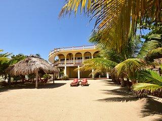 Beachfront Mellow Yellow Beach House Excellent Location,Great Beach & Best View