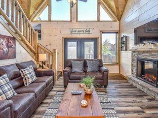 New Listing!! Brand New 4-BR Cabin ★ Amazing Location ★ Gameroom ★ Hot Tub