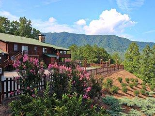 Retreats/Reunions Love Elk Lodge-10 bedrooms/WIFI/Stunning Views/Shared Pool