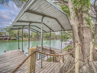 NEW LISTING!! 5 miles to downtown New Braunfels, Schlitterbahn, Comal River!