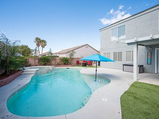 Luxury Pool Home! Only 20 Minutes from the Las Vegas Strip! Licensed and Legal!