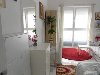 Stanza bianca privata in appartamento condiviso
