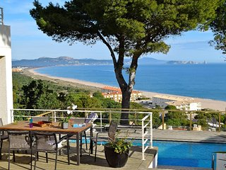 Villa with infinite sea views 800 mts to the beach, Wifi, A/C, Pool. 9 people