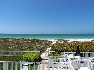 Live Like a Local- Beachfront on Indian Rocks Beach - Family Fav w/ Pool!