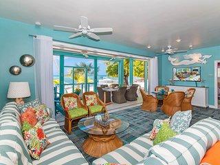 Bit of Heaven: Perfect Beachfront Home w/Free Kayaks!