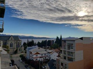 vista al lago y la catedral desde el balcón