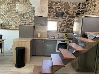 Location Atypique 120 m2 avec Terrasse Vue Mer et Etang