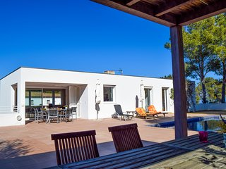 Villa  700 mts from the beach,Sea view, pool, A/C, Internet.BEGUR-COSTA BRAVA