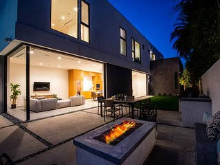 Brand new modern house with indoor/outdoor seamless living flow