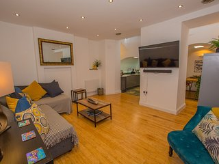 Newly Furnished Trendy Central Tenby Holiday Apartment
