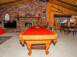 CLOSE to SLOPES. BEST family cabin.  POOL TABLE & FOOSBALL
