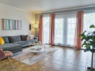 Spacious and Bright Home Near Galleria and Midtown Dallas