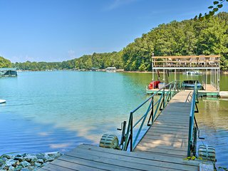 Picturesque Lake Hartwell Home in Gated Community!