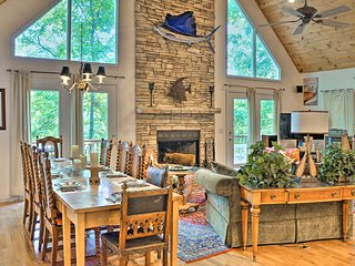 Picturesque Lake Hartwell Home w/Pool/Golf Access!