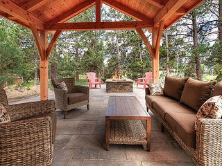 Lovely Bend Retreat w/ Private Patio, Fireplace & Firepit – Walk to Dining
