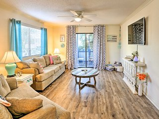 Myrtle Beach Condo w/ Pool - 1.5 Blocks to Beach!