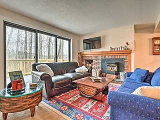 NEW! All-Season Condo w/Pool & Ski Quechee Access