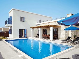 Modern villa, private pool and close to resort