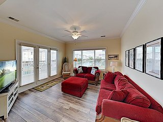 All-Suite 4BR Condo w/ Private Balcony, Pond Views & Pool - Walk to Beach