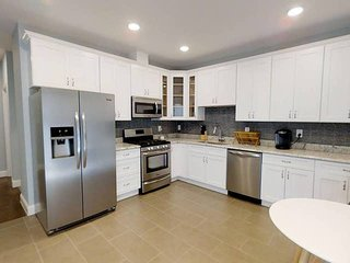 5BR apt in 10min walk to Journal Square Path Plaza