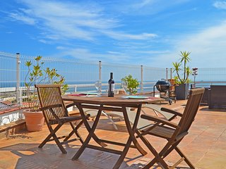 Terraza con vistas al mar (playa del Milagro).
