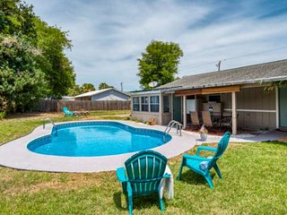 Spacious House w/HEATED POOL! Only 4 miles to Downtown, 5 mi. to Beach, Boat ram