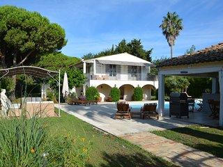 Tres belle villa dans un jardin luxuriant,piscine, proche de la plage Pampelonne