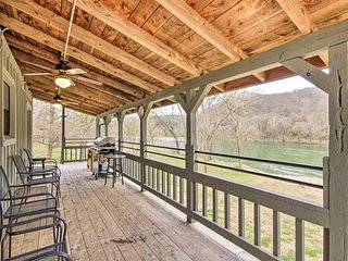 NEW! Mtn View Getaway w/ Boat Ramp on White River!