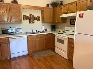 Leather Furniture,1 BR/1 Bath, Fall Discounts-Indoor Pool, Free Tickets