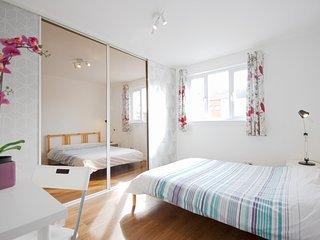 Budget 3 bedroom flat 20mins to city centre | FREE parking | Wifi | sleeps 6
