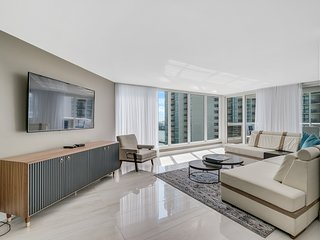 Downtown Miami 57 | Deluxe 2BR Waterfront Condo-Hotel w/Free Valet Parking