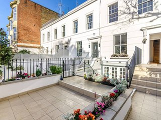 Elegant 3 bedroom sunny family home  in South Kensington  the heart of London