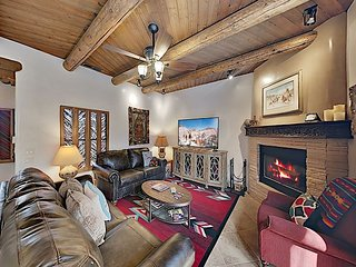 High-End Gem w/ Private Courtyard - Walk to Plaza, Near Santa Fe Ski Basin