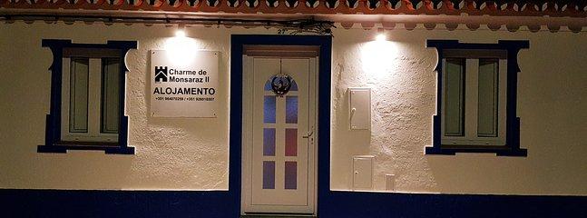 Fachada e porta de entrada dos quartos Door for access to double rooms