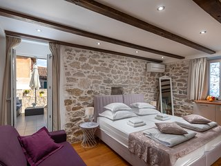 B - luxury spacious studio with terrace in the heart of Split