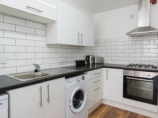 Very Spacious 3 Bedroom Apartment with Parking