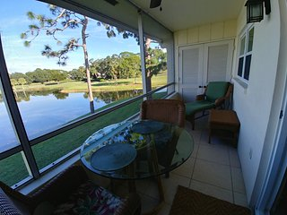 Sarasota Palm Aire Country Club 2 br 2 bath with beautiful views