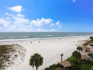 Sea Breeze 401 NEW!! Amazing Beach Front/Walk to John's Pass!