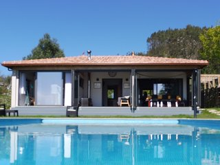 Beautiful house in vineyard, stunning views, salt-water pool, garden, near Braga
